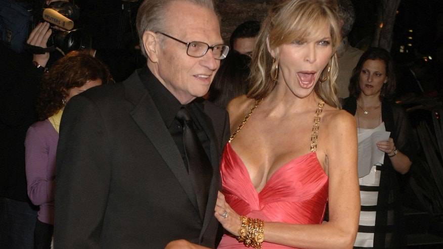 Larry King and his wife Shawn arrive at the Vanity Fair Oscar Party at Mortons in West Hollywood, California March 5, 2006.
