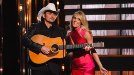Show hosts Brad Paisley and Carrie Underwood perform at the 49th Annual Country Music Association Awards in Nashville, Tennessee November 4, 2015.  REUTERS/Harrison McClary - RTX1UTA4
