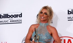 Singer Britney Spears poses backstage with her Millennium Award at the 2016 Billboard Awards in Las Vegas, Nevada, U.S., May 22, 2016.  REUTERS/Steve Marcus - RTSFG5R