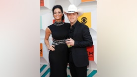 Singer Justin Moore and his wife, Kate, arrive at the 51st Academy of Country Music Awards in Las Vegas, Nevada April 3, 2016.  REUTERS/Steve Marcus - RTSDENT