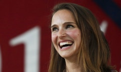 Academy Award-winning actress Natalie Portman smiles on stage before addressing the Class of 2015 during Harvard University's Class Day Exercises in Cambridge, Massachusetts, May 27, 2015.  REUTERS/Dominick Reuter - RTX1ETZL