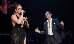 NEW YORK, NY - AUGUST 27:  Jennifer Lopez (L) performs onstage with Marc Anthony at Radio City Music Hall on August 27, 2016 in New York City.  (Photo by Kevin Mazur/WireImage)