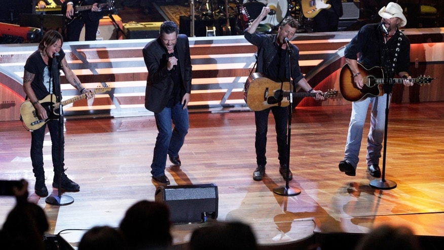 Keith Urban, from left, Blake Shelton, Dierks Bentley and Toby Keith perform at 10th Annual ACM Honors at Ryman Auditorium Tuesday, Aug. 30, 2016, in Nashville, Tenn.