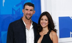 Olympic swimmer Michael Phelps and fiance Nicole Johnson arrive at the 2016 MTV Video Music Awards in New York, U.S., August 28, 2016.  REUTERS/Eduardo Munoz - RTX2NDW7