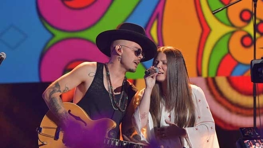 MIAMI, FL - JULY 14:  Pop duo Jesse & Joy performs onstage at the Univision's 13th Edition Of Premios Juventud Youth Awards at Bank United Center on July 14, 2016 in Miami, Florida.  (Photo by Rodrigo Varela/Getty Images for Univision)