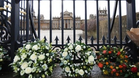 Floral tributes are seen at the gates of Blenheim Palace before the funeral of the 11th Duke of Marlborough, John Spencer-Churchill, in Woodstock, southern England October 24, 2014. His Blenheim Palace home is a Unesco World Heritage Site, and the birthplace of Winston Churchill.