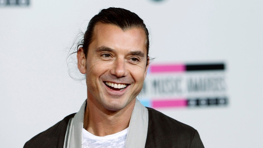 Singer Gavin Rossdale arrives at the 2010 American Music Awards in Los Angeles November 21, 2010.