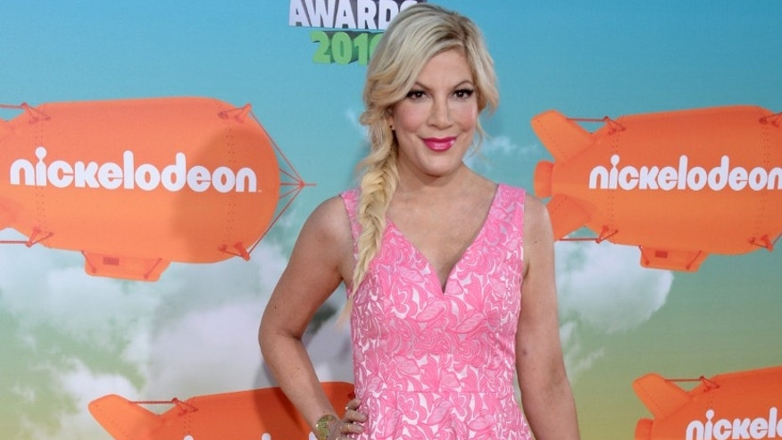 Actress Tori Spelling arrives at Nickelodeon's Kids' Choice Awards in Inglewood, California March 12, 2016.