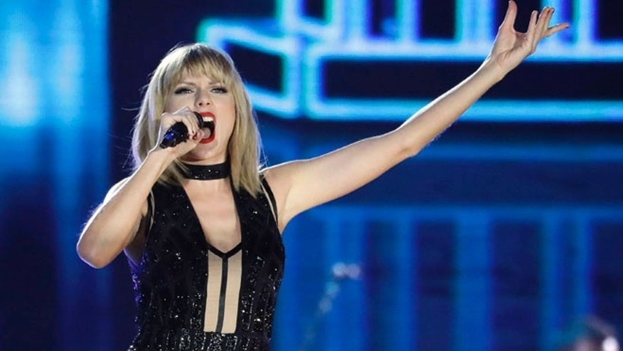 taylor swift performs at formula one race fox news. Black Bedroom Furniture Sets. Home Design Ideas