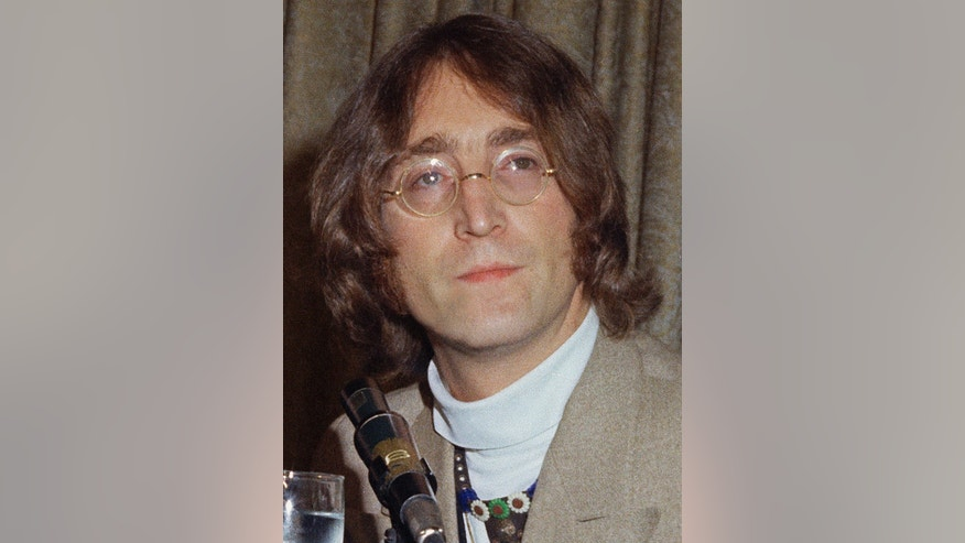 An angry letter John Lennon wrote to Paul and Linda McCartney has been auctioned off.