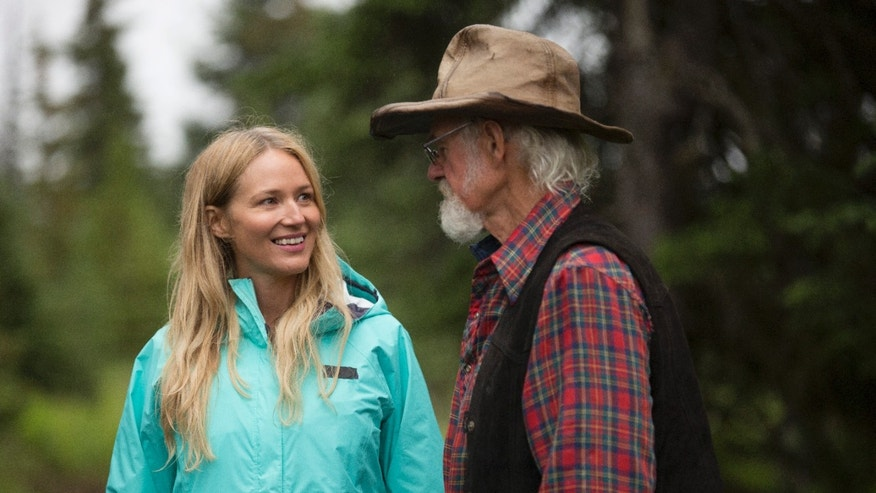 Jewel visits her father Atz Kilcher.