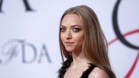 Actress Amanda Seyfried arrives for the 2015 CFDA Fashion Awards in New York June 1, 2015.  REUTERS/Lucas Jackson  - RTR4YEZK