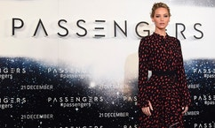 U.S. actress Jennifer Lawrence poses during a photocall to promote the forthcoming film 'Passengers' in London, Britain, December 1, 2016. REUTERS/Toby Melville - RTSU6PN