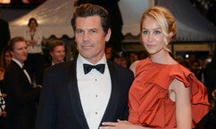 "Cast member Josh Brolin (L) and his girlfriend Kathryn Boyd pose on the red carpet as they leave after the screening of the film ""Sicario"" in competition at the 68th Cannes Film Festival in Cannes, southern France, May 19, 2015.             REUTERS/Jean-Pierre Amet  - RTX1DOZB"