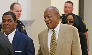 Bill Cosby is helped by an aide as he returns into Courtroom A in the Montgomery County Courthouse in Norristown, Pennsylvania, U.S. on July 7, 2016.  REUTERS/Michael Bryant/Pool/File Photo - RTX2ODH2