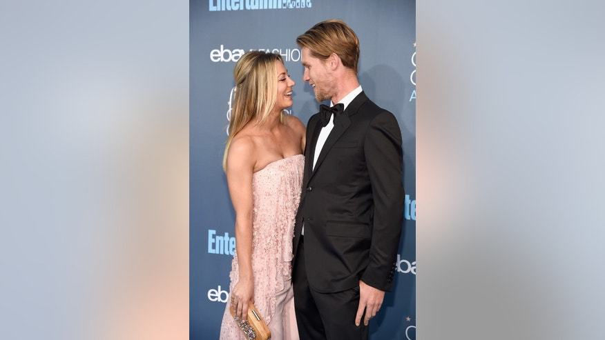 Kaley Cuoco (left) wearing Noon By Noor at the 2016 Critics' Choice Awards with boyfriend Karl Cook.