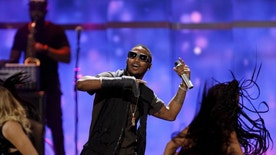 Trey Songz performs during the second night of the 2015 iHeartRadio Music Festival at the MGM Grand Garden Arena in Las Vegas, Nevada September 19, 2015. REUTERS/Steve Marcus - RTS1Y2K