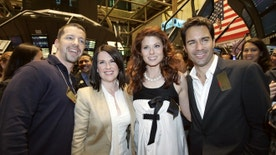 """The cast of the NBC comedy television series """"Will and Grace"""" pose for photographs during a visit to the floor of the New York Stock Exchange, May 18, 2006. from left to right are, Sean Hayes, Megan Mullaly, Debra Messing and Eric McCormack.    REUTERS/Mike Segar - RTR1DILC"""