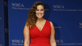 Model Ashley Graham arrives on the red carpet for the annual White House Correspondents Association Dinner in Washington, U.S., April 30, 2016. REUTERS/Jonathan Ernst - RTX2C9NR