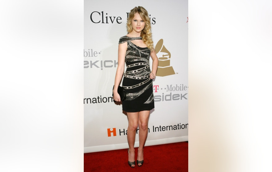 Taylor Swift arrives at the Recording Academy's Clive Davis pre-Grammy party in Beverly Hills, California February 7, 2009. REUTERS/Danny Moloshok (UNITED STATES) - RTXBCR8