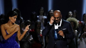 Outgoing Miss Universe Pia Wurtzbach gestures towards emcee Steve Harvey shortly before the winner of the 65th Miss Universe beauty pageant is announced at the Mall of Asia Arena, in Pasay, Metro Manila, Philippines January 30, 2017. REUTERS/Erik De Castro - RTSY02D