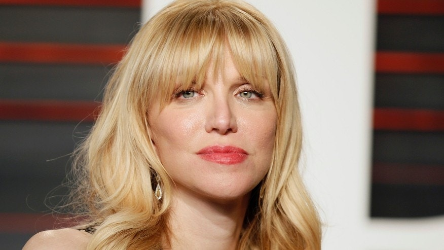 Courtney Love arrives at the Vanity Fair Oscar Party