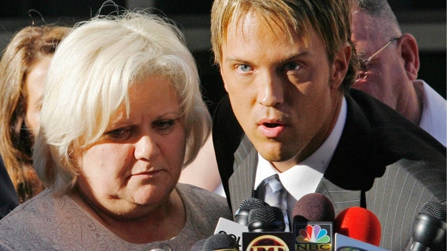 Anna Nicole Smith's mother Virgie Arthur and Larry Birkhead speak outside Broward County Circuit Court in Ft. Lauderdale