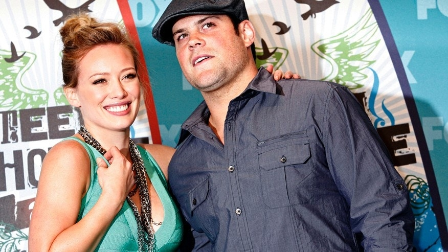 Actress and singer Hilary Duff and hockey player Mike Comrie pose in the press room at the Teen Choice 2010 Awards in Los Angeles August 8, 2010.