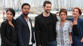 "Cast members Nazneen Contractor, Brandon Jay McLaren, Luke Roberts, Sarah Green and Emma de Caunes pose during a photocall for the television series ""Ransom"" during the annual MIPCOM television programme market in Cannes, France, October 17, 2016. REUTERS/Eric Gaillard - RTX2P6J9"