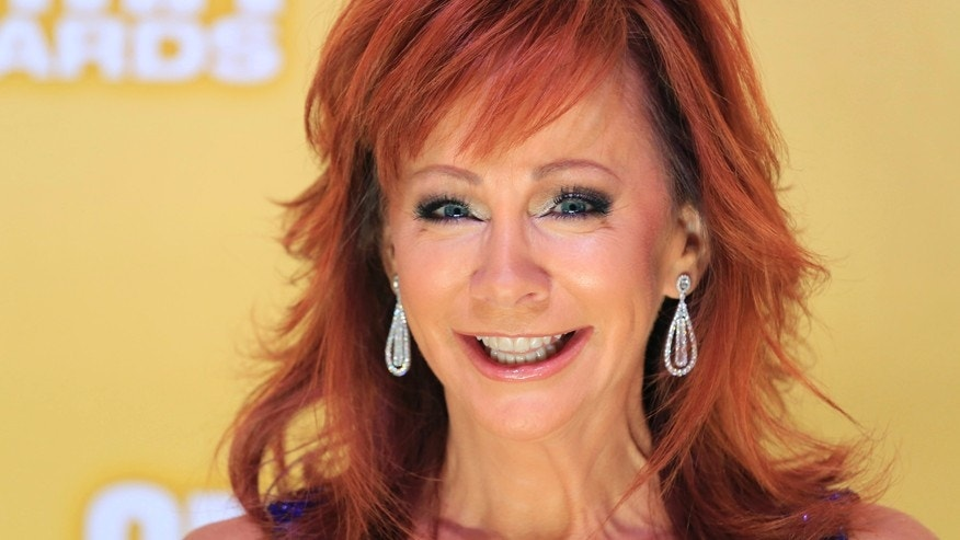 Singer Reba McEntire arrives at the 46th Country Music Association Awards in Nashville, Tennessee, November 1, 2012.