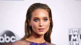 Hannah Davis arrives at the 2016 American Music Awards in Los Angeles, California, U.S., November 20, 2016. REUTERS/Danny Moloshok - RTSSJSX