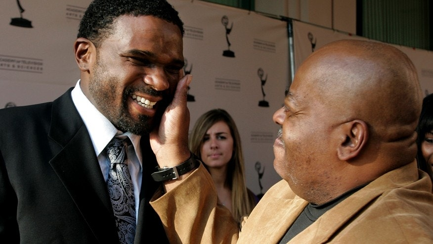 "Darius McCrary (L) is greeted by Reginald VelJohnson, his ""Family Matters"" TV dad, as they arrive for ""A Father's Day Salute to TV Dads"" hosted by the Academy of Television Arts & Sciences in Los Angeles, California, June 18, 2009.  (Reuters)"