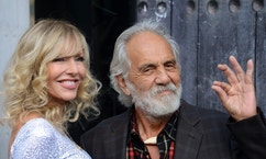 "Comedian Tommy Chong (R) and his wife Shelby Chong attend Spike TV's ""Guys Choice"" awards in Los Angeles June 7, 2014. REUTERS/Phil McCarten (UNITED STATES - Tags: ENTERTAINMENT PROFILE) - RTR3SPDH"