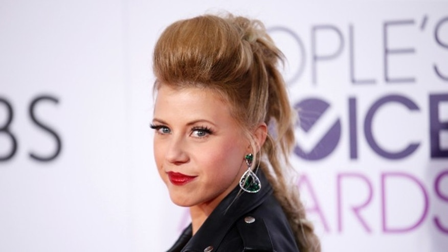 Jodie Sweetin and fiance Justin Hodak call it quits
