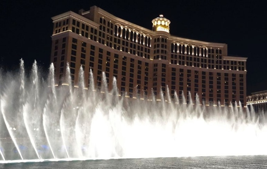 Night view of the dancing fountains show at the Bellagio hotel in Las Vegas, Nevada  August 22, 2012. REUTERS/Charles Platiau (UNITED STATES - Tags: TRAVEL) - RTR3BSD1