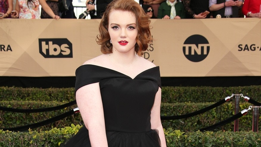 'Stranger Things' actress Shannon Purser talks about her sexuality on Twitter and shares message of hope to fans.