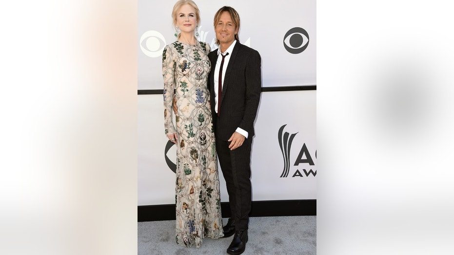 Nicole Kidman, left, and Keith Urban arrive at the 52nd annual Academy of Country Music Awards at the T-Mobile Arena on Sunday, April 2, 2017, in Las Vegas. (Photo by Jordan Strauss/Invision/AP)