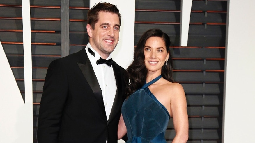 NFL football player Aaron Rogers and actress Olivia Munn arrive at the 2015 Vanity Fair Oscar Party in Beverly Hills, California February 22, 2015.