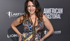 "In this Oct. 13, 2016 file photo, actress Joely Fisher arrives at a special screening of ""American Pastoral"" in Beverly Hills, Calif. William Morrow, an imprint of HarperCollins Publishers said Thursday, April 27, 2017, that it had acquired her memoir ""Growing Up Fisher"" and would release it November 14."