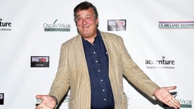 Actor Stephen Fry poses at the Oscar Wilde Awards at director J.J. Abrams' Bad Robot production company in Santa Monica, California February 19,  2015.  REUTERS/Kevork Djansezian  (UNITED STATES - Tags: ENTERTAINMENT) - RTR4QCDZ