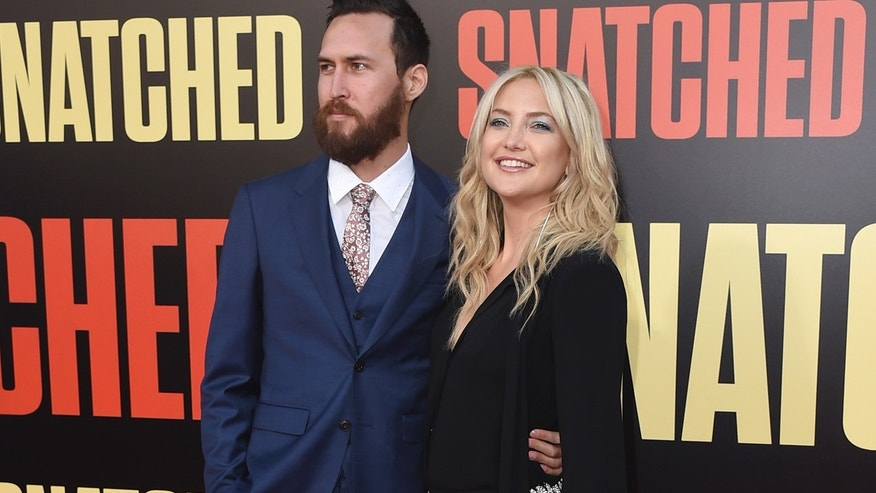 Kate Hudson, Danny Fujikawa officially dating