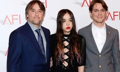 Filmmaker Richard Linklater (L) and actors Lorelei Linklater (C) and Ellar Coltrane pose at the AFI Awards 2014 honoring excellence in film and television in Beverly Hills, California on January 9, 2015. REUTERS/Kevork Djansezian  (UNITED STATES - Tags: ENTERTAINMENT) - RTR4KSID