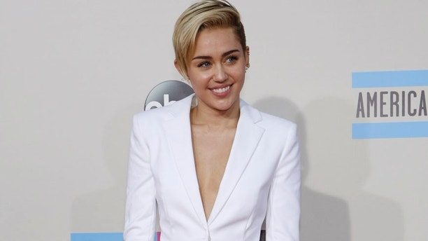 Singer and actress Miley Cyrus arrives at the 41st American Music Awards in Los Angeles, California November 24, 2013.   REUTERS/Mario Anzuoni (UNITED STATES  - Tags: ENTERTAINMENT) (AMA-ARRIVALS)  - RTX15S72