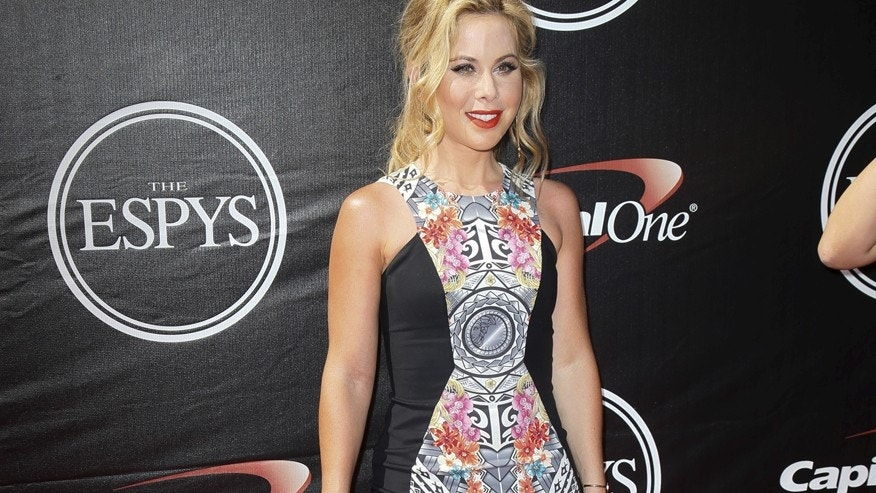 Figure skater Tara Lipinski arrives for the 2015 ESPY Awards in Los Angeles, California July 15, 2015.