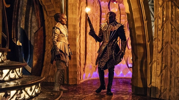 Pictured (l-r): Mary Chieffo as L\'Rell; Chris Obi as T\'Kuvma. STAR TREK: DISCOVERY coming to CBS All Access.  Photo Cr: Jan Thijs  © 2017 CBS Interactive. All Rights Reserved.