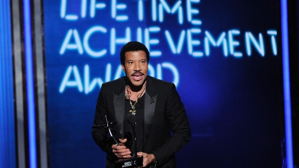 'American Idol': Lionel Richie, Charlie Puth in negotiations to be judges