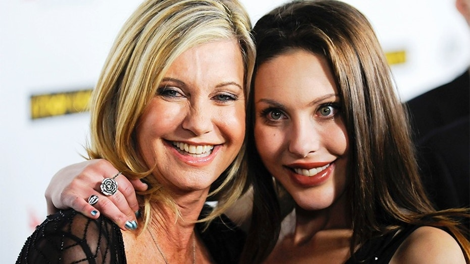 Singer Olivia Newton John and her daughter Chloe Lattanzi (R) arrive at the 2011G'Day USA Los Angeles Black Tie Gala in Los Angeles, California, January 22, 2011. REUTERS/Gus Ruelas (UNITED STATES - Tags: ENTERTAINMENT) - RTXWY3V