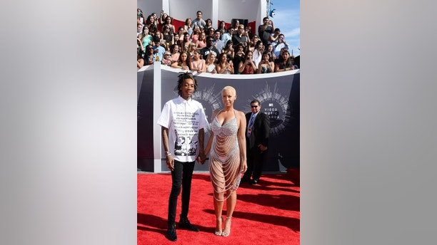 Wiz Khalifa and Amber Rose arrive at the 2014 MTV Music Video Awards in Inglewood, California August 24, 2014.  REUTERS/Kevork Djansezian (UNITED STATES - Tags: ENTERTAINMENT)(MTV-ARRIVALS) - RTR43K9D