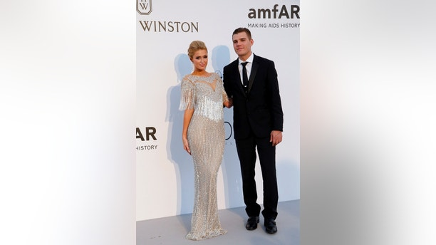 70th Cannes Film Festival – The amfAR's Cinema Against AIDS 2017 event – Photocall Arrivals - Antibes, France. 25/05/2017. Socialite Paris Hilton and her partner model Chris Zylka pose.       REUTERS/Stephane Mahe - RTX37N25