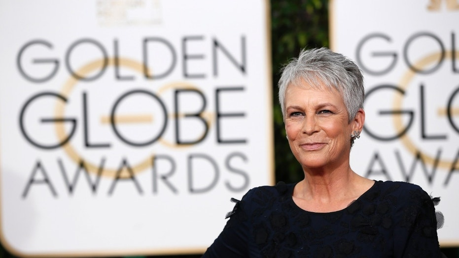 Actress Jamie Lee Curtis arrives at the 73rd Golden Globe Awards in Beverly Hills, California January 10, 2016.  REUTERS/Mario Anzuoni - RTX21RMS